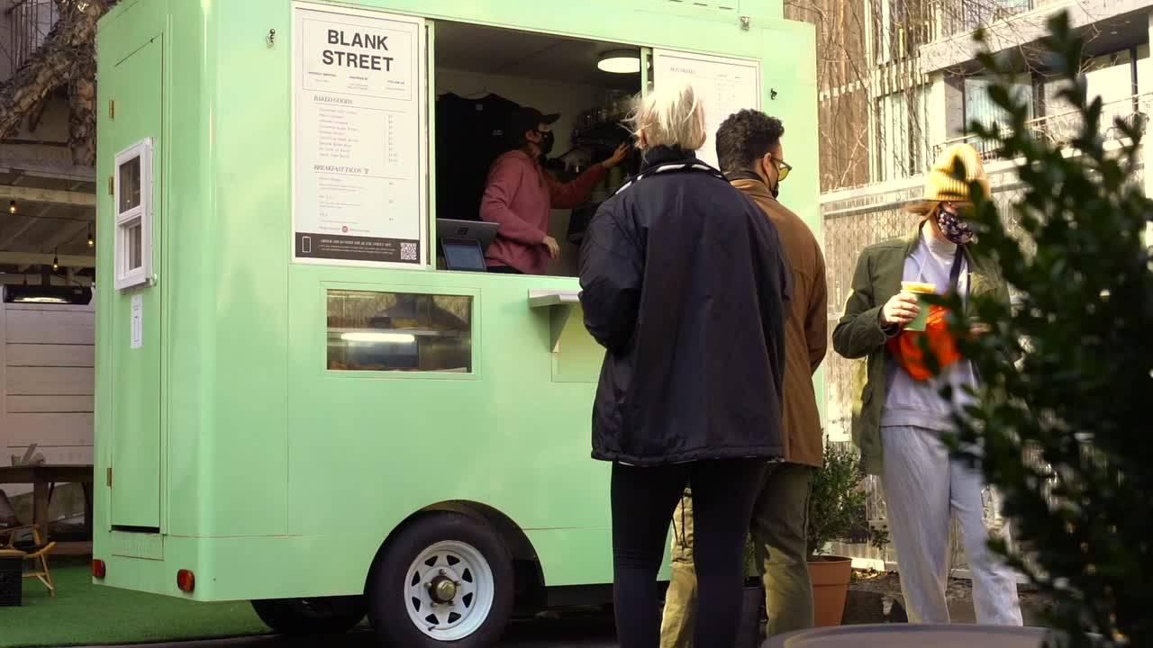 LA STARTUP DE CAFÉ À MICRO-EMPREINTE BLANK STREET AUGMENTE $25M